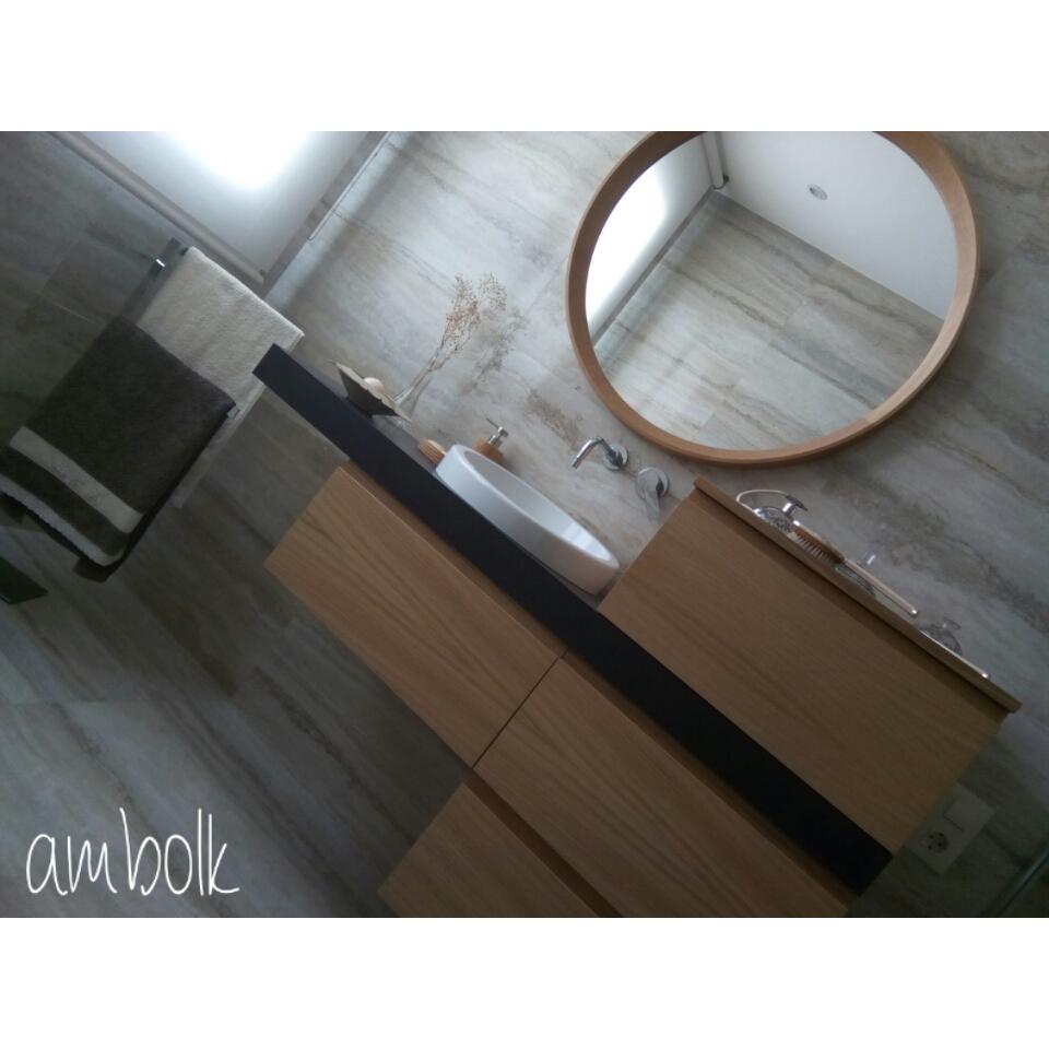 Mueble de baño de roble con encimera