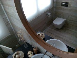 Luminosidad y diseño de un baño.