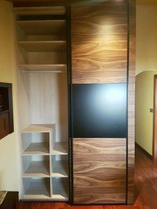 Interior de armario en buhardilla.