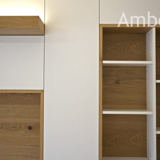 Mueble de madera y lacado blanco